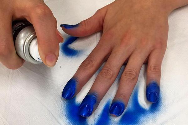 <font color='#f21696'>UNHAS:</font> O esmalte em spray chegou ao Brasil!