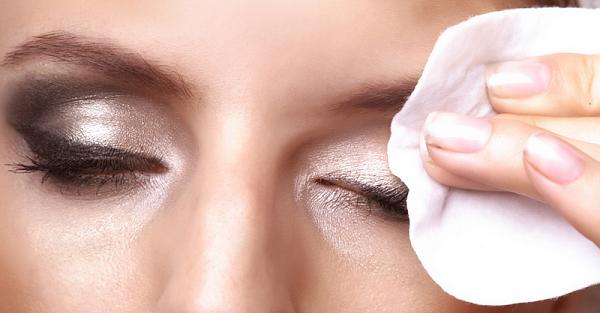 dicas como tirar remover maquiagem olhos demaquilante erros beleza truque