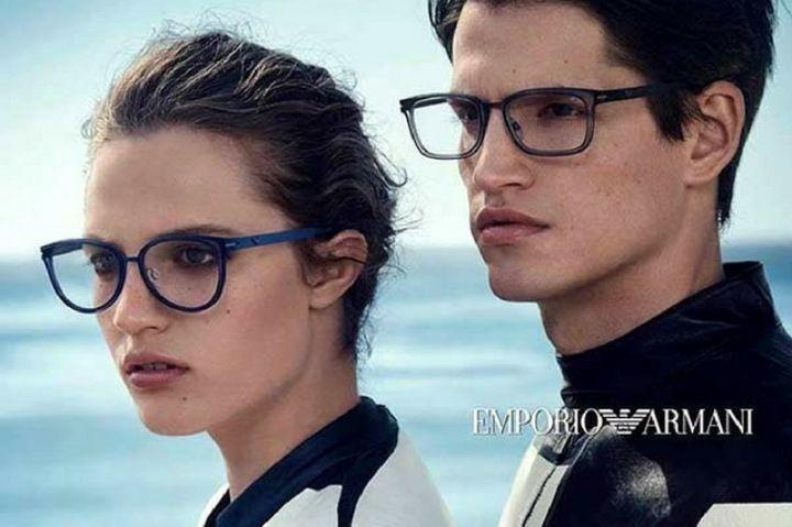 Óculos Emporio Armani: 4 razões para ter um